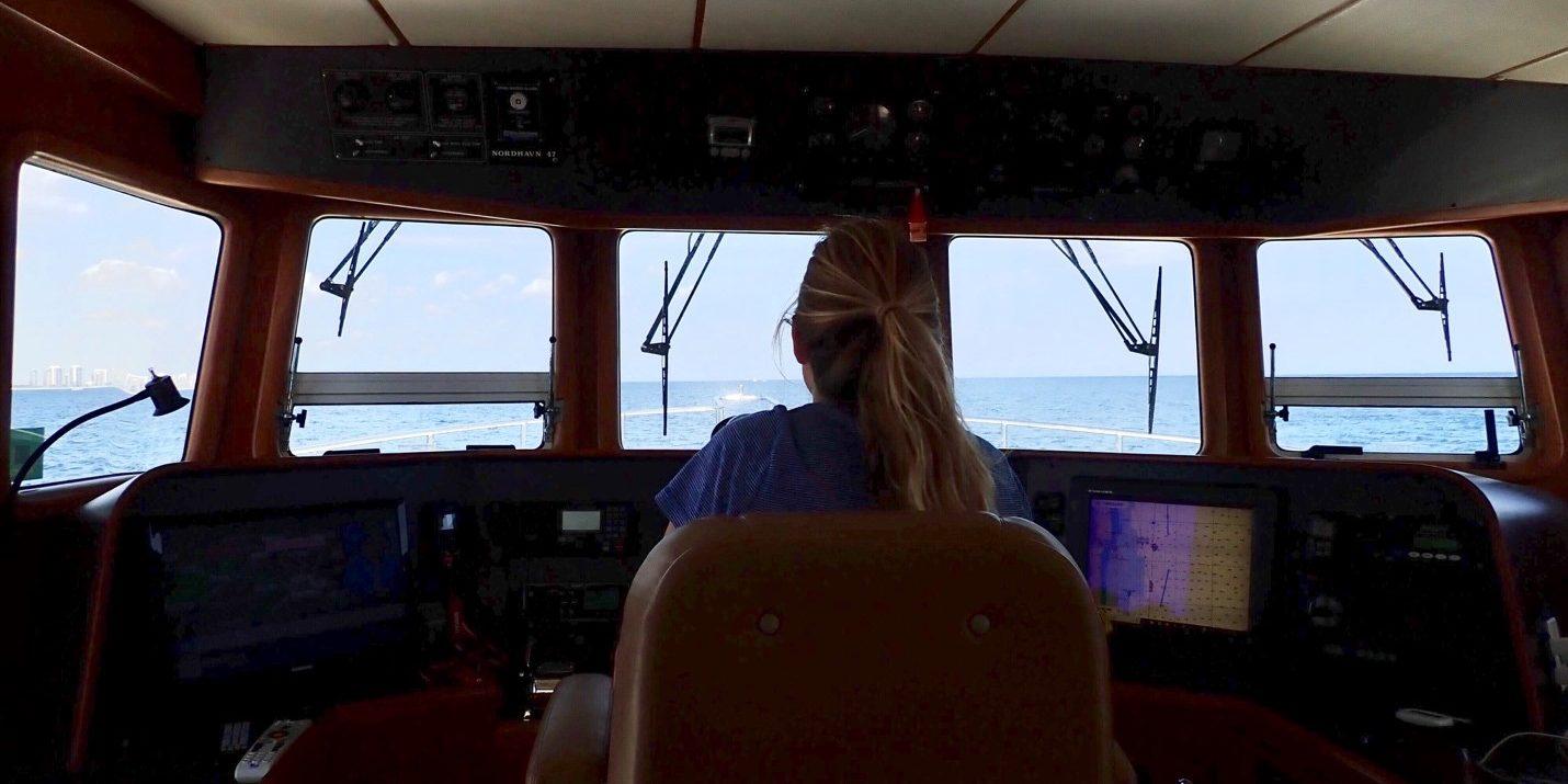 Nordhavn 47 - Navigator - Elle in Cockpit