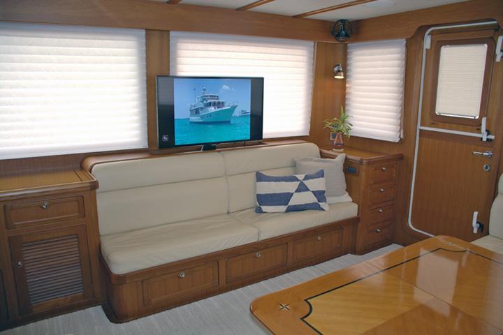 JMYS-Selene-56-Spyhop-II interior